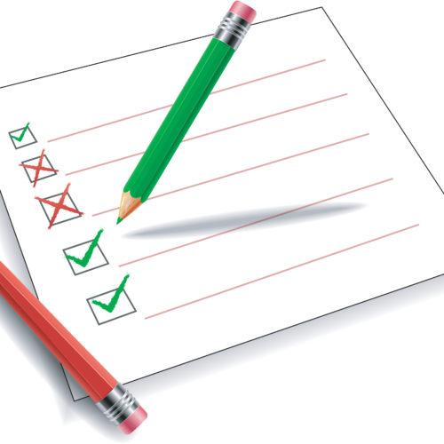 Illustrasjon av checkliste med to blyanter og kvit bakgrunn. Illustrasjon.